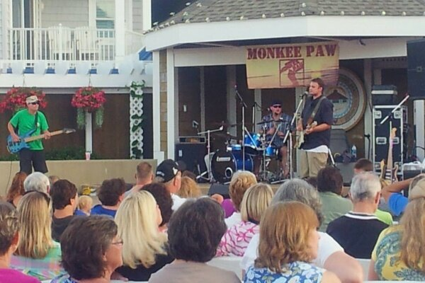 Monkee Paw at BJ's on the Water
